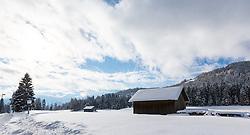 THEMENBILD - nach dem Schneefällen der letzten Tage erstrahlen die Österreichischen Landschaften in glitzerndem Weiß, aufgenommen am 19.12.2017 in Seefeld // after the heavy snowfalls in Austria a beautiful scenery can be seen in Seefeld, Austria on 19.12.2017. EXPA Pictures © 2017, PhotoCredit: EXPA/ Jakob Gruber