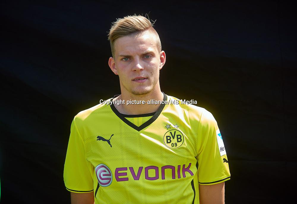 Borussia Dortmunds Marvin Ducksch, aufgenommen am 09.07.2013 auf dem BVB-Trainingsgelände in Dortmund (Nordrhein-Westfalen) während des offiziellen Fototermins für die Saison 2013/2014. Foto: Bernd Thissen/dpa