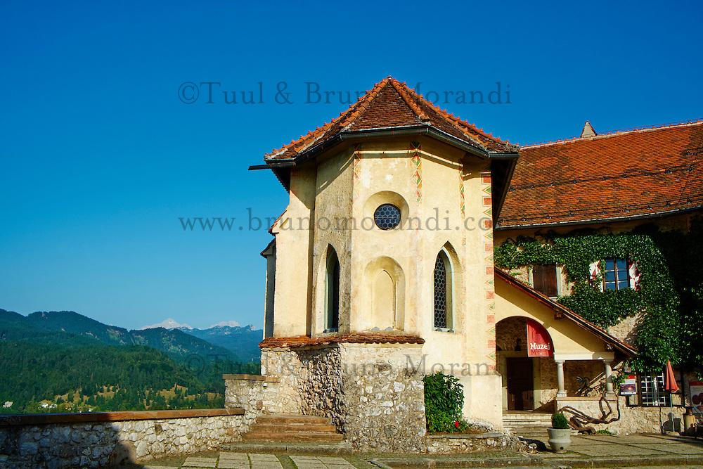 Slovenie, region de Gorenjska, le lac Bled et les Alpes Julian, le Chateau musee // Slovenia, Bled, Lake Bled and Julian Alps, the Bled Castle