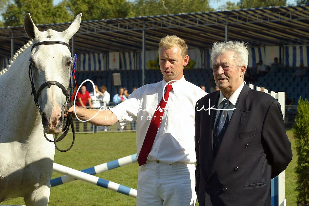 Florijn Arend fokker vh jaar 2003<br />KWPN Paardendagen 2003<br />Photo &copy; Dirk Caremans