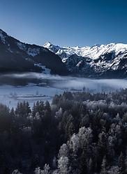 THEMENBILD - Blick über die winterliche Landschaft auf das Kitzsteinhorn, aufgenommen am 22. Januar 2020 in Kaprun, Österreich // View over the winter landscape to the Kitzsteinhorn, Kaprun, Austria on 2020/01/22. EXPA Pictures © 2020, PhotoCredit: EXPA/ JFK