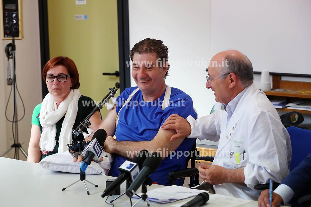 CINZIA E MARCO RAVAGLIA COL DOTTOR NINO BASAGLIA<br /> CONFERENZA STAMPA MARCO RAVAGLIA