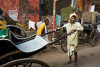 Inde, Bengale-Occidental, Kolkata, Les derniers rickshaw de Calcutta, rickshaw dans les rues de la ville // India, West Bengal, Kolkata, Calcutta, the last day of rikshaw of Kolkata, rickshaw on the street