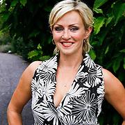 NLD/Amsterdam/20100716 - Inloop modeshow Monique de Collignon bij de AIF, Lone van Roosendaal