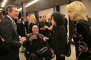 CHUCK CLOSE, DORIS SALCEDO AND LYNN ROTHSCHILD, Doris Salcedo  installation and Louise Bourgeois - private view. Dinner afterwards for the Louise Bourgeois exhibition. Tate Modern, London, SE1,-DO NOT ARCHIVE-© Copyright Photograph by Dafydd Jones. 248 Clapham Rd. London SW9 0PZ. Tel 0207 820 0771. www.dafjones.com.