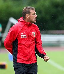 26.07.2015, Prien am Chiemsee, GER, Testspiel, FC Augsburg vs Norwich City, im Bild Markus Weinzierl (Trainer FC Augsburg) ruft, schreit, lautstark, gibt Anweisungen // during the International Friendly Football Match between FC Augsburg and Norwich City in Prien am Chiemsee, Germany on 2015/07/26. EXPA Pictures © 2015, PhotoCredit: EXPA/ Eibner-Pressefoto/ Krieger<br /> <br /> *****ATTENTION - OUT of GER*****