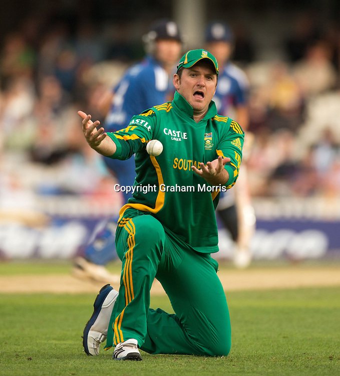 Graeme Smith juggles in the slips off Jonathan Trott (not a chance) during the third NatWest Series one day international between England and South Africa at the Kia Oval, London. Photo: Graham Morris (Tel: +44(0)20 8969 4192 Email: sales@cricketpix.com) 31/08/12