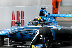 April 28, 2018 - Paris, Ile-de-France, France - Switzerland Sébastien Buemi of the Formula E team Renault e.dams competes during the practice session of the French stage of the Formula E championship around The Invalides Monument close to The Eiffel Tower in Paris on April 28, 2018. (Credit Image: © Michel Stoupak/NurPhoto via ZUMA Press)