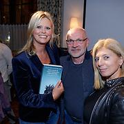 NLD/Amsterdam/20181023 - Boekpresentatie Antoinette Scheulderman, Antoinette met Jan Wouters en partner