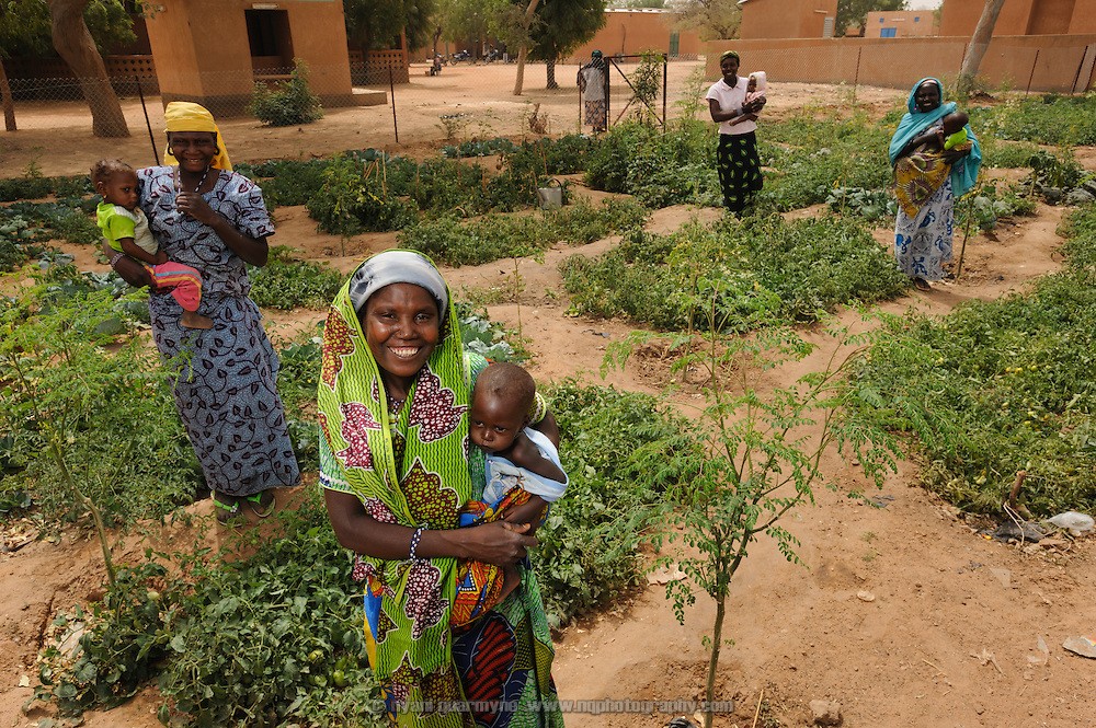 Participants in a Save the Children garden program at the Integrated Health Centre in Aguie in the Tessaoua region of Niger.