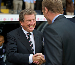 LONDON, ENGLAND - Sunday, September 13, 2009: Fulham's manager Roy Hodgson shakes hands with Everton's manager David Moyes before the Premiership match at Craven Cottage. (Photo by David Rawcliffe/Propaganda)
