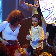 NLD/Hilversum/20070316 - 1e Live uitzending SBS So You Wannabe a Popstar, kind Irem, dochter Fajah Lourens op de tribune met familie en vrieden