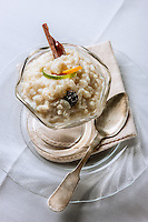 Using mexican cinnamon and vanilla, this soupy rice pudding is a fast dessert that can be made in less than 10 minutes active time, taking us back to our childhood- Usando canela y vainilla de origen mexican, este postre requiere solo de unos minutos de nuestro tiempo para transportarnos de vuelta a nuestra niñez de la manera mas deliciosa.
