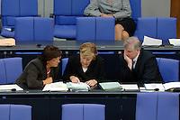 06 SEP 2006, BERLIN/GERMANY:<br /> Ulla Schmidt (L), SPD, Bundesgesundheitsministerin, Angela Merkel (M), CDU, Bundeskanzlerin, und Horst Seehofer (R), CSU, Bundesverbraucherschutzminister,  lesen in Akten, waehrend der Haushaltsdebatte, Etat Bundeskanzleramt, Plenum, Deutscher Bundestag<br /> IMAGE: 20060906-01-104<br /> KEYWORDS: Generaldebatte, Haushalt 2007, Sitzung, Gespräch, Akte, Unterlagen, papers, Gespraech