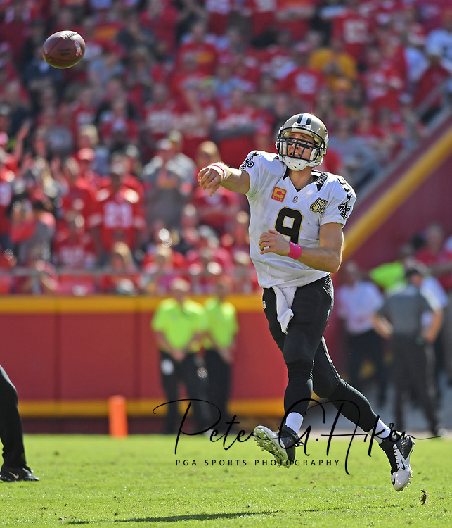 KANSAS CITY, MO - OCTOBER 23:  Quarterback Drew Brees #9 of the New Orleans Saints passes the ball against the Kansas City Chiefs during the second half on October 23, 2016 at Arrowhead Stadium in Kansas City, Missouri.  (Photo by Peter G. Aiken/Getty Images) *** Local Caption *** Drew Brees