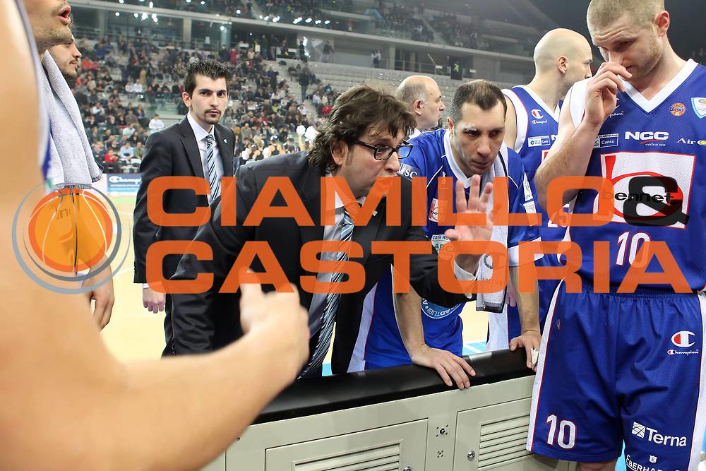 DESCRIZIONE : Torino Coppa Italia Final Eight 2012 Semifinale Scavolini Siviglia Pesaro Bennet Cantu<br /> GIOCATORE : Andrea Trinchieri<br /> SQUADRA : Bennet Cantu <br /> EVENTO : Suisse Gas Basket Coppa Italia Final Eight 2012<br /> GARA : Scavolini Siviglia Pesaro Bennet Cantu<br /> DATA : 18/02/2012<br /> CATEGORIA : coach time out<br /> SPORT : Pallacanestro<br /> AUTORE : Agenzia Ciamillo-Castoria/ElioCastoria<br /> Galleria : Final Eight Coppa Italia 2012<br /> Fotonotizia : Torino Coppa Italia Final Eight 2012 Semifinale Scavolini Siviglia Pesaro Bennet Cantu<br /> Predefinita :