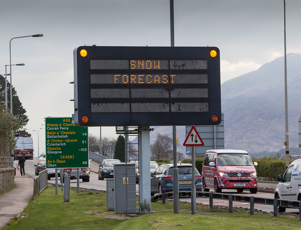 Snow forecast weather warning in Fort William Picture Robert Perry 14th April 2016<br /> <br /> Must credit photo to Robert Perry<br /> FEE PAYABLE FOR REPRO USE<br /> FEE PAYABLE FOR ALL INTERNET USE<br /> www.robertperry.co.uk<br /> NB -This image is not to be distributed without the prior consent of the copyright holder.<br /> in using this image you agree to abide by terms and conditions as stated in this caption.<br /> All monies payable to Robert Perry<br /> <br /> (PLEASE DO NOT REMOVE THIS CAPTION)<br /> This image is intended for Editorial use (e.g. news). Any commercial or promotional use requires additional clearance. <br /> Copyright 2014 All rights protected.<br /> first use only<br /> contact details<br /> Robert Perry     <br /> 07702 631 477<br /> robertperryphotos@gmail.com<br /> no internet usage without prior consent.         <br /> Robert Perry reserves the right to pursue unauthorised use of this image . If you violate my intellectual property you may be liable for  damages, loss of income, and profits you derive from the use of this image.