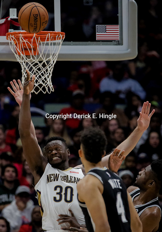 Nov 19, 2018; New Orleans, LA, USA; New Orleans Pelicans forward Julius Randle (30) shoots against the San Antonio Spurs during the second half at the Smoothie King Center. Mandatory Credit: Derick E. Hingle-USA TODAY Sports