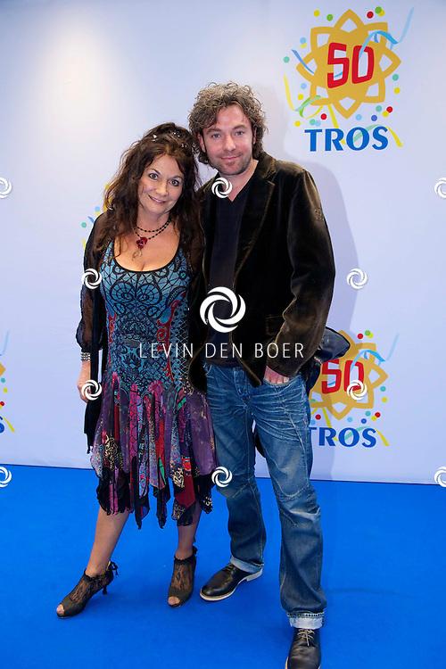 AMSTERDAM - 50 Jaar Tros is gevierd in theater Carré met heel veel bekende Nederlanders uit de Tros wereld. Met hier op de foto  Belinda Meuldijk met haar partner Thierry Duval. FOTO LEVIN DEN BOER - PERSFOTO.N