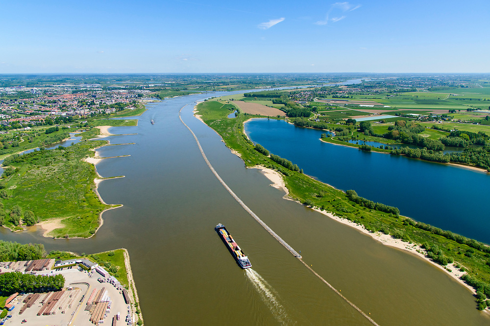 Nederland, Gelderland,  West Betuwe, 13-05-2019; duwbakschip op de Waal gezien naar Tiel, ter hoogte van Passewaaij.<br /> Pushboat ship seen on the Waal to Tiel, near Passewaaij.<br /> aerial photo (additional fee required);<br /> luchtfoto (toeslag op standard tarieven);<br /> copyright foto/photo Siebe Swart