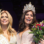 NLD/Hilversum/20131208 - Miss Nederland finale 2013, Stephanie Tency met de nieuwe Miss Nederland Universe  Tatjana Maul
