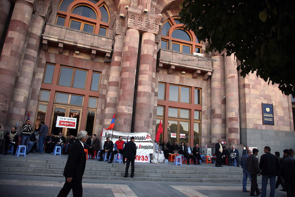 Several armenian patriots protest in front of the armenian government building in the city center of armenian capital Yerevan. Their hunger strike protest aims the  proposed treaty of diplomatic relations between Turkey and Armenia, which is proposed to sign on October 10, 2009 in Zurich. Since the genocide to the armenians in the late ottoman empire in 1915 the relations between Turkey and Armenia are poisend. Armenians now are afraid of a threatening buy out of armenian property by the turkish economy after the border between the two states get reopen without any demanded recognition of the genocide by the turkish people.