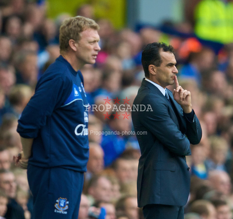 LIVERPOOL, ENGLAND - Sunday, August 30, 2009: Everton manager David Moyes and Wigan Athletic's manager Roberto Martinez during the Premiership match at Goodison Park. (Photo by David Rawcliffe/Propaganda)