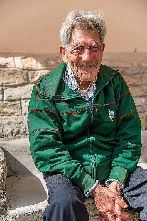 M. Ilario Simonetta, 85 ans <br /> Guerre Indochine et Alg&eacute;rie<br /> Indochina war &amp; Alg&eacute;ria war<br /> <br /> &quot;Honneur et fidelite&quot;, la Legion n'abandonne jamais les siens, au combat comme dans la vie.<br /> &ldquo;Honor and loyalty&rdquo;, the Legion don't abandon his own, in the combat or in the life.<br /> L'IILE, bienvenue au dernier sanctuaire pour vieux legionnaires<br /> IILE*, welcome to the last sanctuary for old legionariesRencontre avec des personnages extraordinaires<br /> Meeting with extraordinary characters<br /> M. Ilario Simonetta, 85 ans, arriv&eacute; &agrave; l'IILE en 1991, 14 ans 1/2 de L&eacute;gion, a termine legionnaire de 2eme classe, decore de la Medaille militaire et de la Croix de guerre TOE. (theatres d'operations exterieures)<br /> <br /> More texts<br /> http://maya-press.net/iile-the-last-sanctuary-for-old-legionnaires/