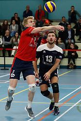 20181124 NED: Volleyball Top League ZVH - VCV: Zevenhuizen<br />Chris van Mullem (2) of CAS CRM ZVH, Mika Prins (13) of CAS CRM ZVH<br />©2018-FotoHoogendoorn.nl / Pim Waslander