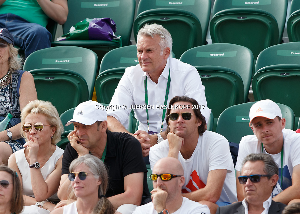 Wimbledon Feature,  Ottmar Barbian ( Vice President Racquetsports als Gesch&auml;ftsleitungs-Mitglied der Head Sport GmbH)  auf der Tribuene als Zuschauer mit Zverev team.<br /> <br /> Tennis - Wimbledon 2017 - Grand Slam ITF / ATP / WTA -  AELTC - London -  - Great Britain  - 4 July 2017.