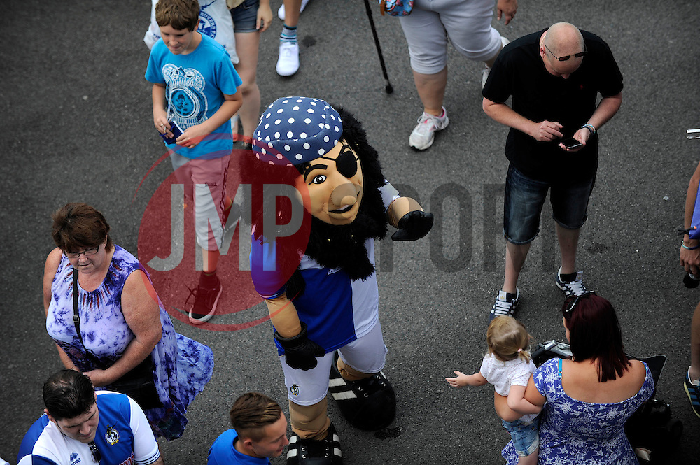 Bristol Rovers fun day - Photo mandatory by-line: Dougie Allward/JMP - Mobile: 07966 386802 27/07/2014 - SPORT - FOOTBALL - Bristol - Bristol Rovers - - Memorial Stadium - Fun Day