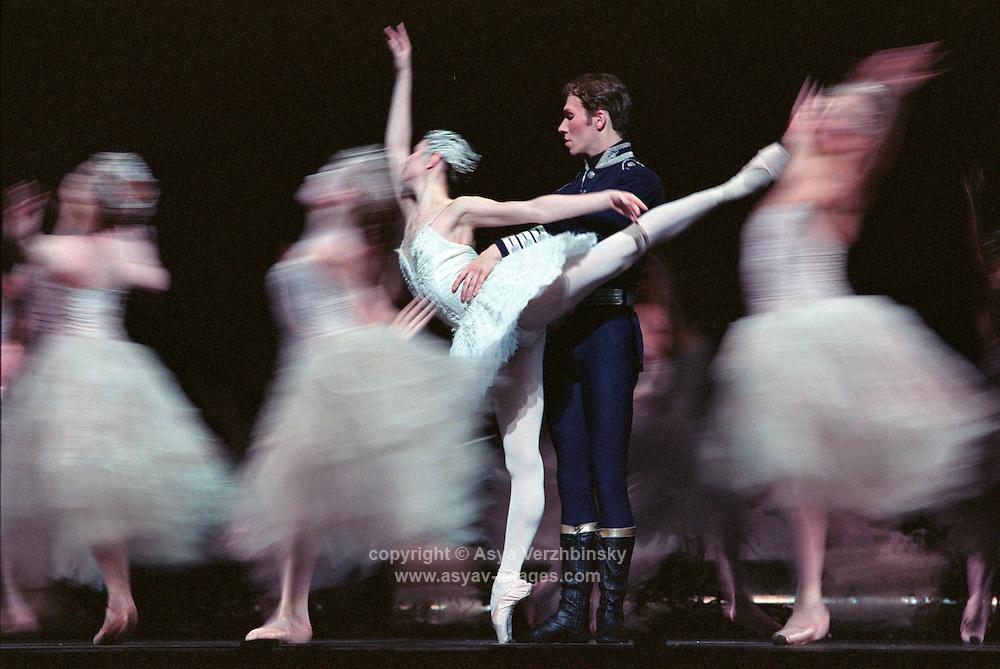 Alina Cojocaru and Johan Kobborg In the Royal Ballet production of Swan Lake. London 11/02<br /> <br /> Music: Pietr Ilyich Tchaikovsky