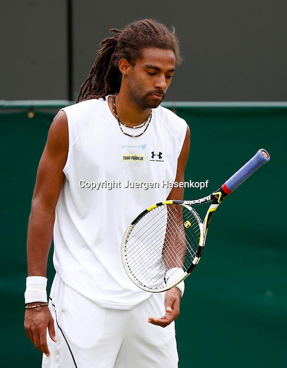 Wimbledon Championships 2013, AELTC,London,<br /> ITF Grand Slam Tennis Tournament,<br /> Dustin Brown (GER)flippt den Schlaeger in die Luft waehrend er auf den <br /> Service wartet,Einzelbild,Halbkoerper,Hochformat,