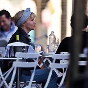NLD/Amsterdam/20100724 - Renee Soutendijk, zoon Jair en onbekende man etend op een terras