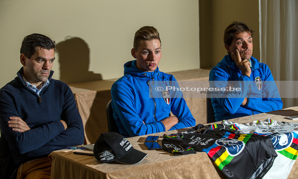 BELGIE / BELGIUM / BELGIQUE / BRUSSEL /  CYCLING / WIELRENNEN / CYCLISME / PRESS CONFERENCE / PERSCONFERENTIE / WORLD CHAMPION CYCLOCROSS 2015 MATHIEU VAN DER POEL TALKS TO THE PRESS ABOUT HIS RECOVERY AND COME BACK / TEAM MANAGER CHRISTOPH ROODHOOFT (RECHTS) / PHILIP ROODHOOFT (BEL) – TEAM MANAGER BKCP-CORENDON (LINKS) /