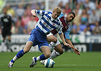 Photo: Lee Earle.<br /> Reading v West Ham United. The FA Barclays Premiership. 01/09/2007.Reading's Bryn Gunnarsson (L) battles with Hayden Mullins.