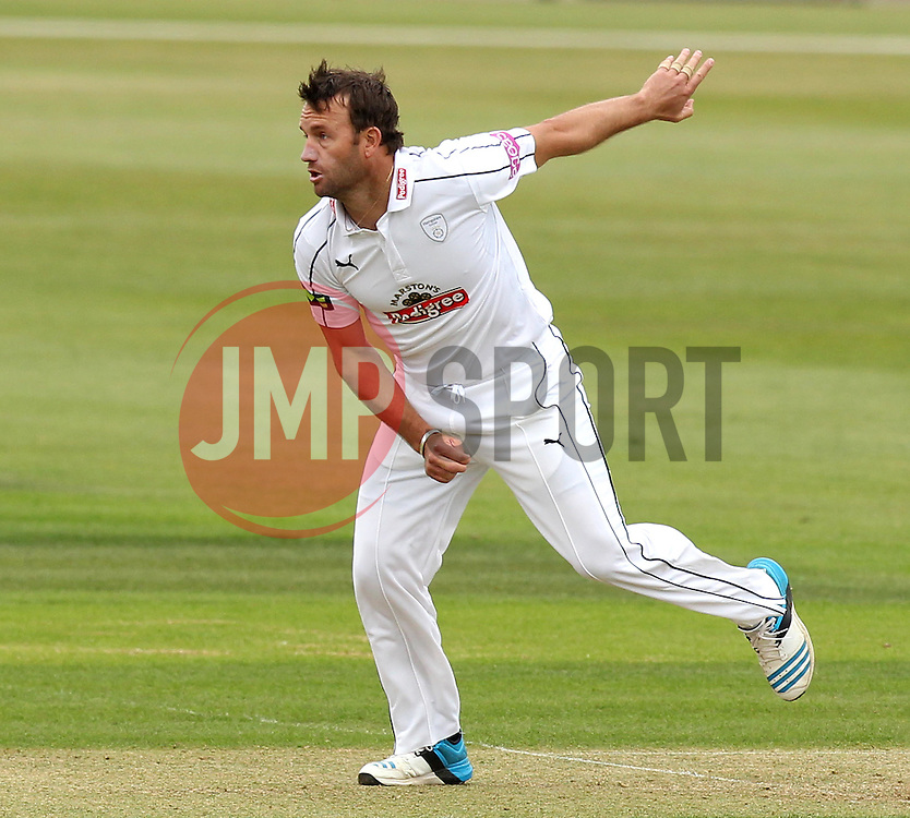 Hampshire's Sean Ervine bowls - Photo mandatory by-line: Robbie Stephenson/JMP - Mobile: 07966 386802 - 21/06/2015 - SPORT - Cricket - Southampton - The Ageas Bowl - Hampshire v Somerset - County Championship Division One