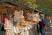Bouquinistes de Paris, rive gauche, quai de la Tournelle, Paris, Paris-Ile-de-France, France.<br /> A stand of a bouquiniste (french term for second-hand books resellers), quai de la Tournelle, Paris, Paris-Ile-de-France region, France.
