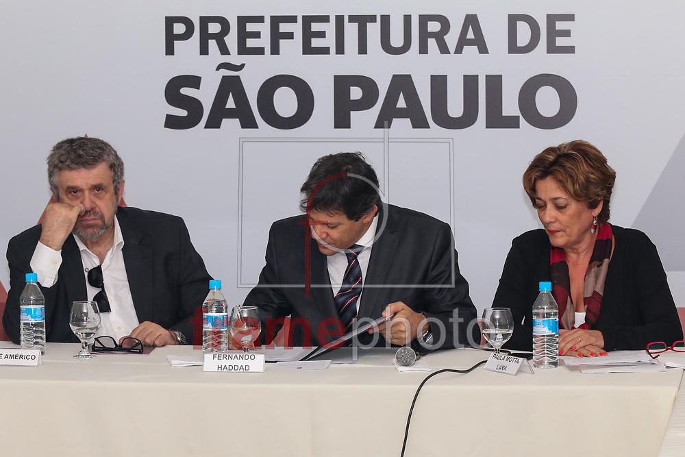 São Paulo, SP, 03/09/2015 - Nesta manhã de quinta-feira (03), o prefeito Fernando Haddad assinou um projeto de lei do novo código de obras. Foto: Marcelo S. Camargo/Frame