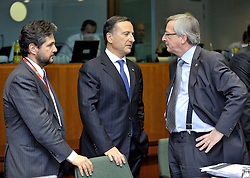 "Franco Frattini, Italy's foreign minister, center, speaks with Jean-Claude Juncker, Luxembourg's prime minister, right, during the European Union Summit at the EU headquarters in Brussels, Belgium, on Thursday, Oct. 29, 2009. European Union leaders are set for ""very difficult"" talks to overcome the Czech Republic's resistance to a new governing treaty designed to strengthen the EU's influence in world affairs, Reinfeldt said. (Photo © Jock Fistick)"