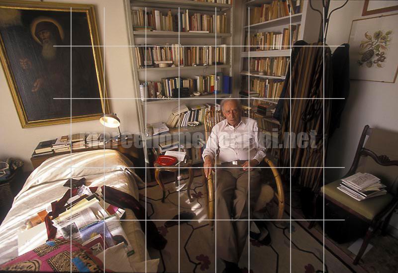 Florence, 1998. Italian poet Mario Luzi in his home / Firenze, 1998. Il poeta Mario Luzi nella sua casa - © Marcello Mencarini