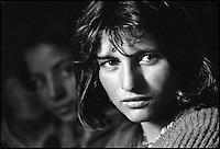Pakistan, Hunza, jeune femme ismaeliene // Pakistan, Upper Hunza, young ismaeli girl.