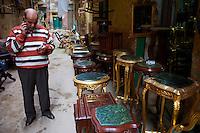 Egypte, la côte méditerranéenne, Alexandrie, le souk el-Attarine (spécialisé dans les antiquités)  // Egypt, Alexandria, El Attarine souk, antiquity market.