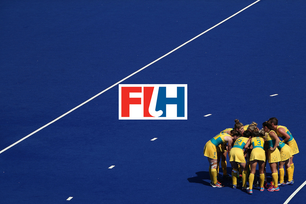 RIO DE JANEIRO, BRAZIL - AUGUST 15:  Australia huddles up during the quarter final hockey game against New Zealand on Day 10 of the Rio 2016 Olympic Games at the Olympic Hockey Centre on August 15, 2016 in Rio de Janeiro, Brazil.  (Photo by Christian Petersen/Getty Images)