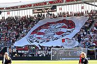 ALKMAAR - 09-08-2015, AZ - Ajax, AFAS Stadion, 0-3, vlag, supporters. prachtstad