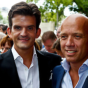 NLD/Amsterdam/20100801 - Inloop premiere musical Crazy Shopping, Maurice Wijnen en partner Ronald den Ouden