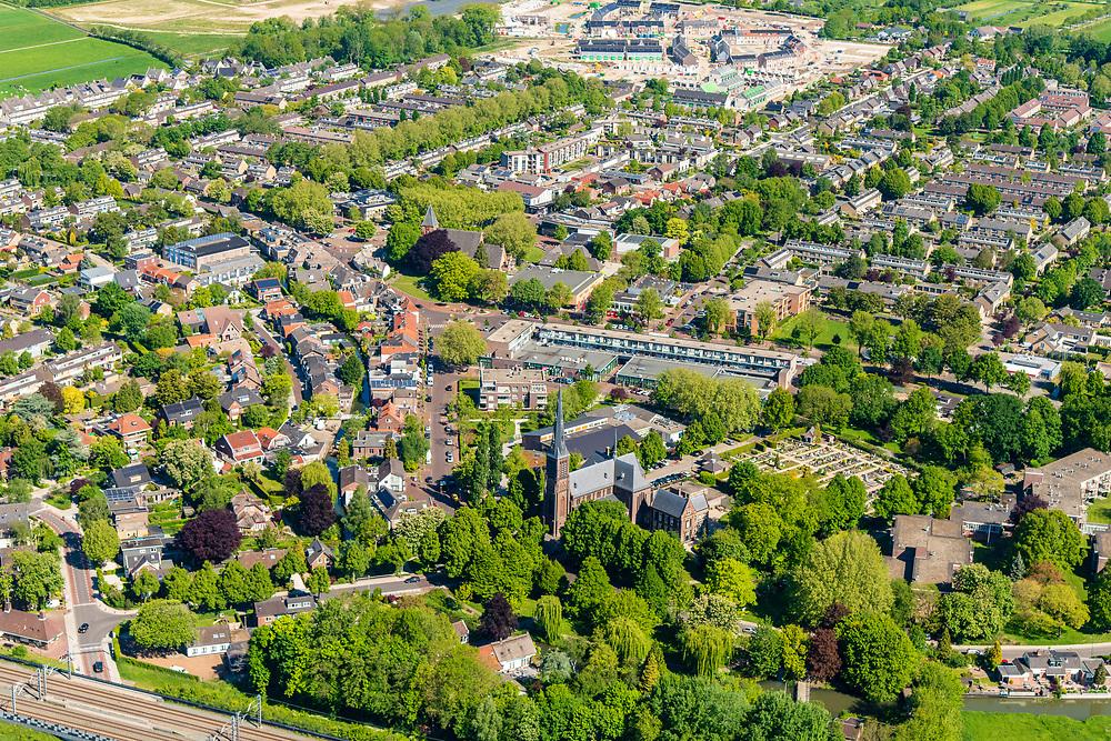 Nederland, Utrecht, Leidsche Rijn, 13-05-2019; stadsdeel Leidsche Rijn met het oorspronkelijke dorp Vleuten.<br /> The new residential area Leidsche Rijn, village  Vleuten.<br /> <br /> luchtfoto (toeslag op standard tarieven);<br /> aerial photo (additional fee required);<br /> copyright foto/photo Siebe Swart