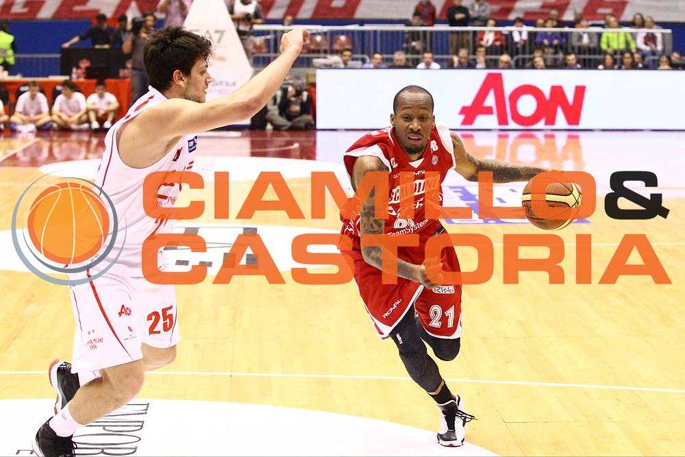 DESCRIZIONE : Milano Lega A 2012-13 EA7 Emporio Armani Milano Scavolini Banca Marche Pesaro<br /> GIOCATORE : Tarence Kinsey<br /> CATEGORIA : Palleggio<br /> SQUADRA : Scavolini Banca Marche Pesaro<br /> EVENTO : Campionato Lega A 2012-2013<br /> GARA : EA7 Emporio Armani Milano Scavolini Banca Marche Pesaro<br /> DATA : 06/04/2013<br /> SPORT : Pallacanestro <br /> AUTORE : Agenzia Ciamillo-Castoria/G.Cottini<br /> Galleria : Lega Basket A 2012-2013  <br /> Fotonotizia : Milano Lega A 2012-13 EA7 Emporio Armani Milano Scavolini Banca Marche Pesaro<br /> Predefinita :