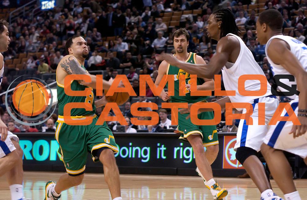 DESCRIZIONE : Toronto NBA 2009-2010 Toronto Raptors Utah Jazz<br /> GIOCATORE : Deron Williams<br /> SQUADRA : Toronto Raptors Utah Jazz<br /> EVENTO : Campionato NBA 2009-2010 <br /> GARA : Toronto Raptors Utah Jazz<br /> DATA : 24/03/2010<br /> CATEGORIA :<br /> SPORT : Pallacanestro <br /> AUTORE : Agenzia Ciamillo-Castoria/V.Keslassy<br /> Galleria : NBA 2009-2010<br /> Fotonotizia : Toronto NBA 2009-2010 Toronto Raptors Utah Jazz<br /> Predefinita :