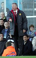 Fotball<br /> Premier League England 2004/2005<br /> Foto: SBI/Digitalsport<br /> NORWAY ONLY<br /> <br /> 30.10.2004<br /> Portsmouth v Manchester United<br /> <br /> Manchester manager Alex Ferguson directs the troops.